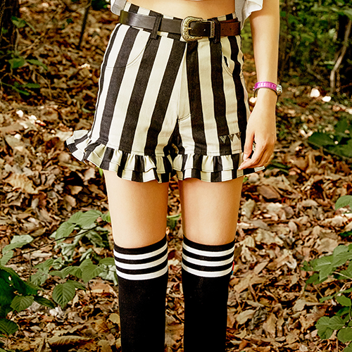 VVV BLACK STRIPE SHORTS