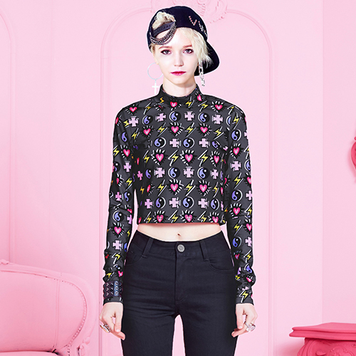 VVV MIRACLE CHARMS BLACK CROPPED TOP