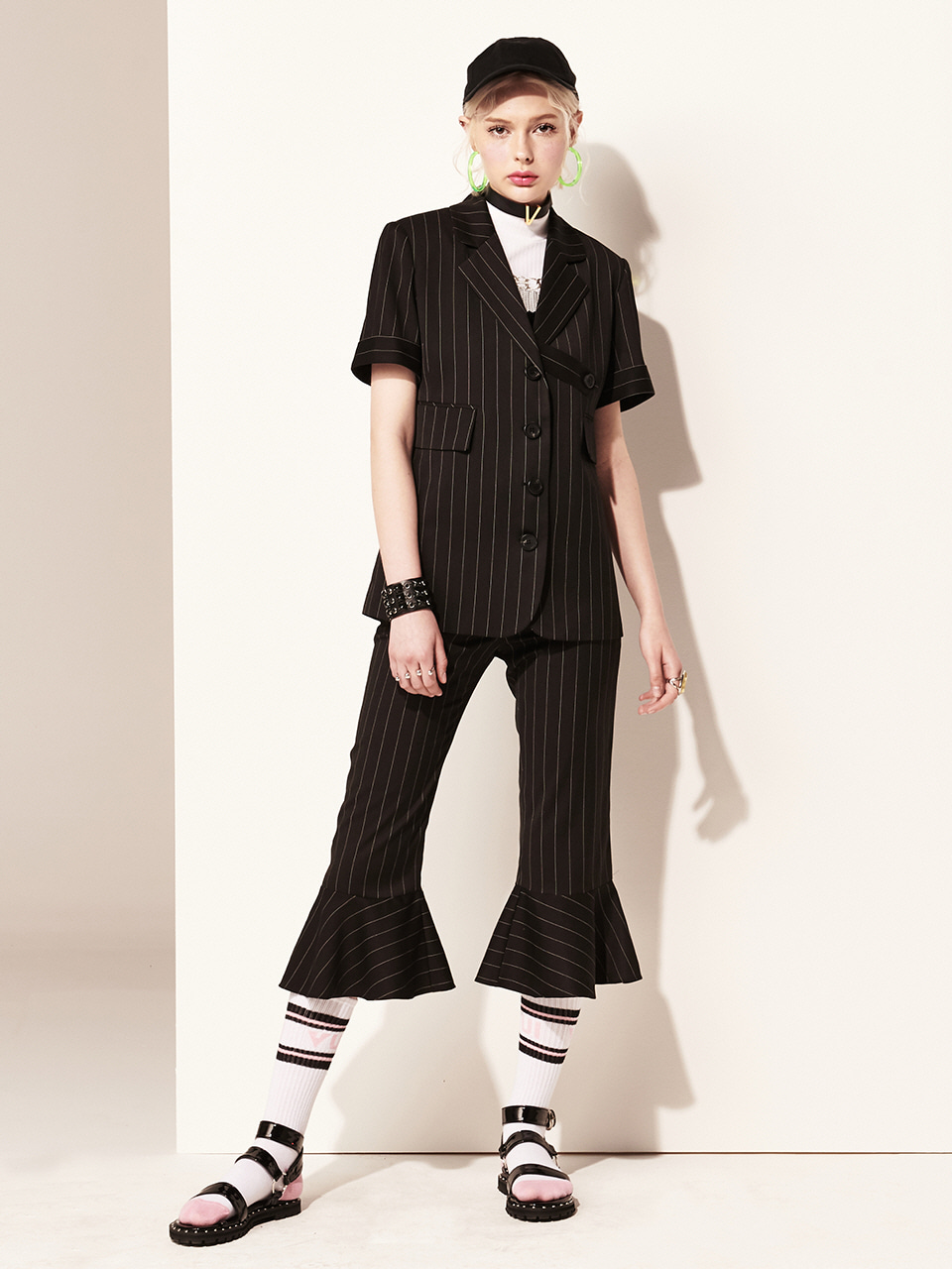 VVV BLACK LOGO FRILL PANTS