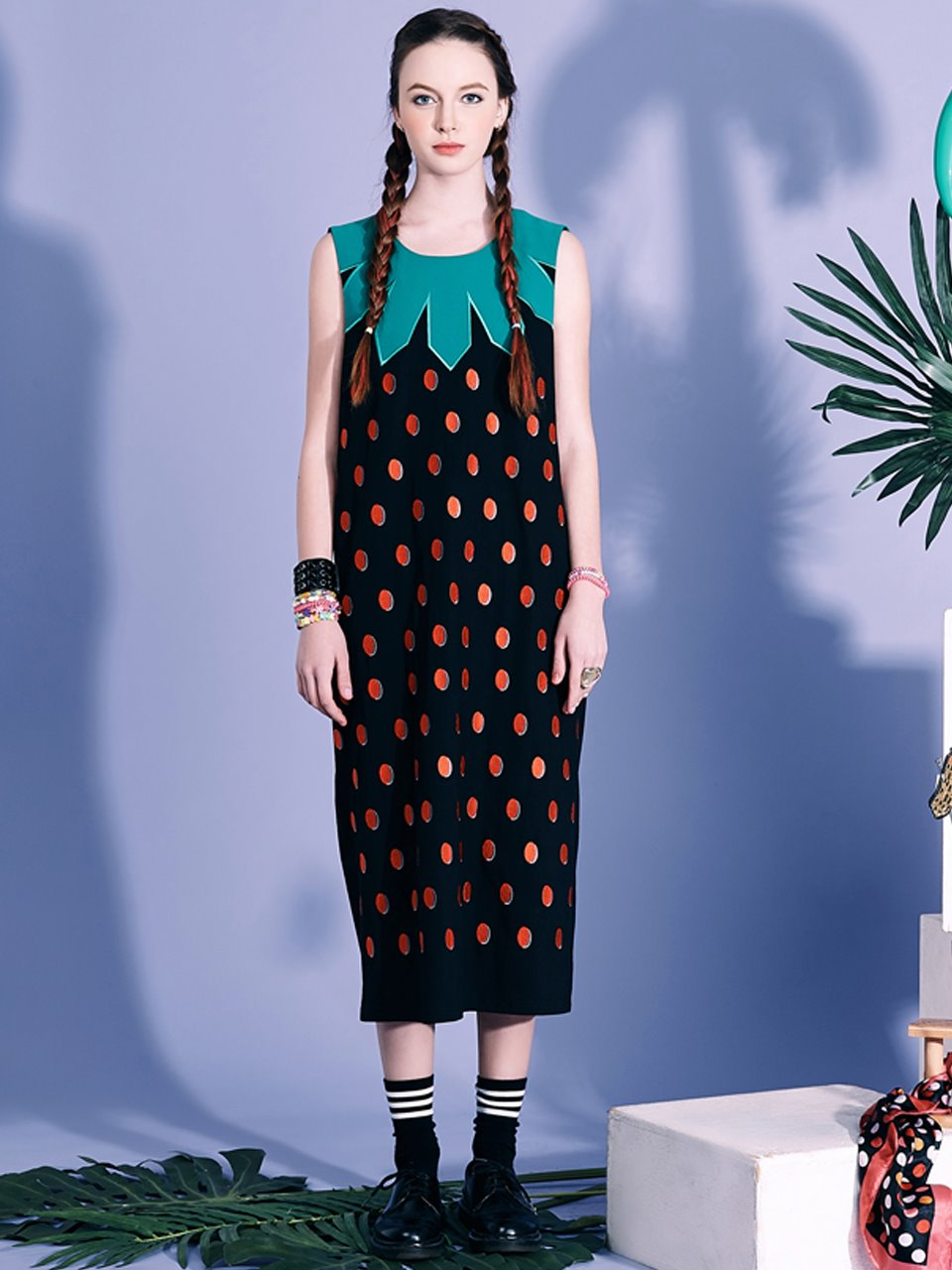 VVV STRAWBERRY EMBROIDERED DRESS - BLACK